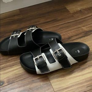 Big buckle black and white sandals